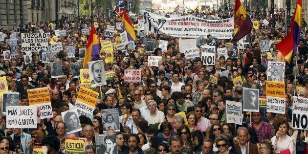 Imagen de una protesta de la Plataforma contra la Impunidad del Franquismo, que tuvo lugar en Madrid...