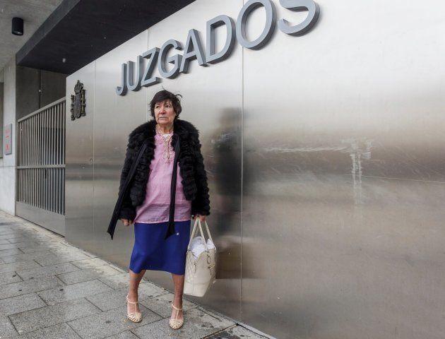 Mauricia Ibánez. a las puertas del juzgado de familia de