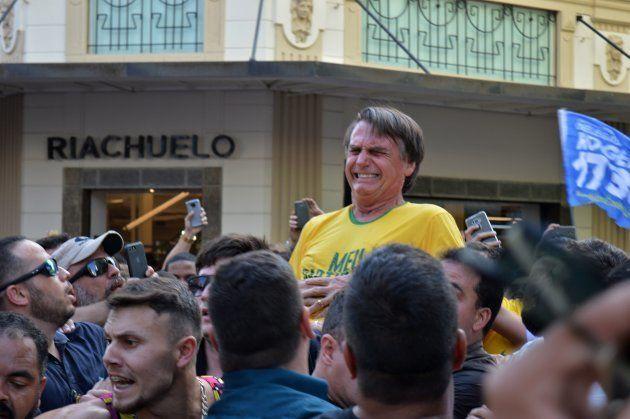 El candidato ultraderechista Jair Bolsonaro, apuñalado en un mitin en