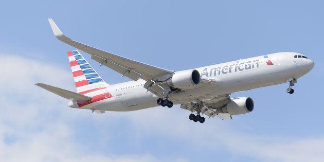 Un avión de American Airlines, aterrizando en Madrid-Barajas en mayo de