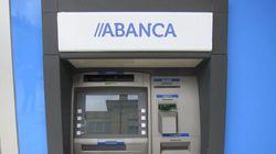 Los 2 millones de clientes de Abanca no pueden sacar dinero: los cajeros y la web no