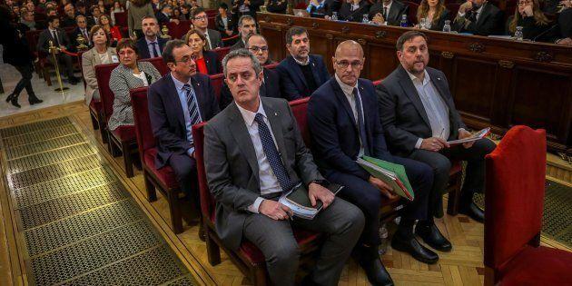 Los 12 acusados, durante el primer día del juicio en el Tribunal