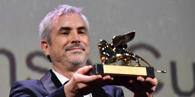 El director Alfonso Cuarón agradece el León de Oro de la 75ª edición del Festival de