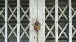 Detenido un cerrajero que bloqueaba cerraduras de locales y dejaba una pegatina ofreciendo sus
