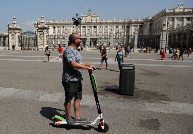 Presentación del patinete de Lime-S, ante el Palacio Real de