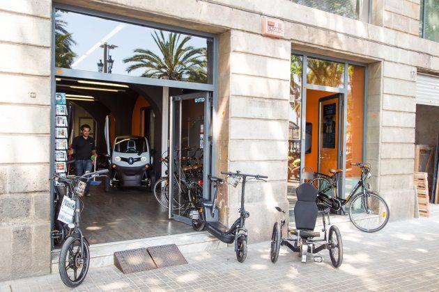 Una tienda de alquiler de vehículos eléctricos en