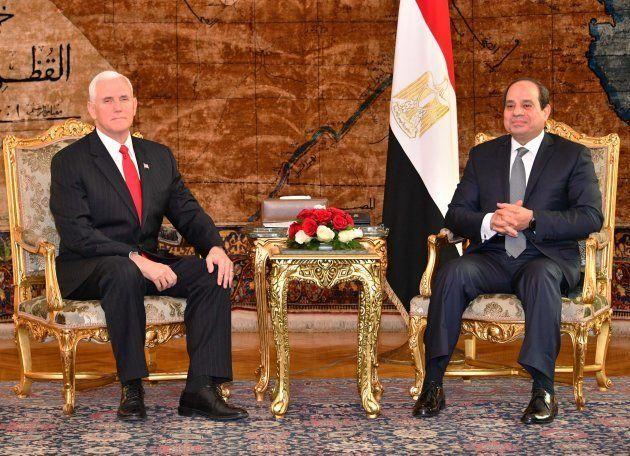 Mike Pence, el vicepresidente de EEUU, y el líder egipcio, Abdelfatá Al Sisi, reunidos en El Cairo el...