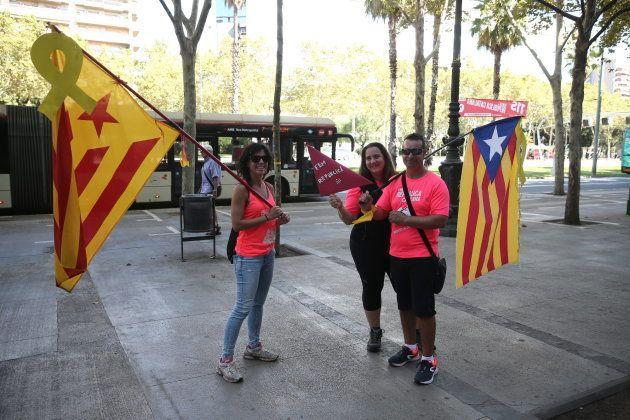 Cientos de miles de personas celebran una 'Diada' a favor de la república y los políticos independentistas