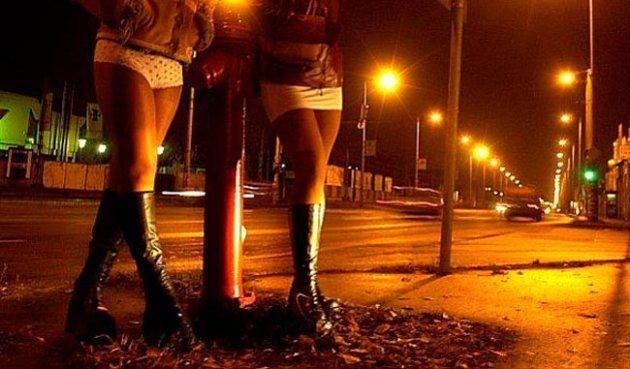 Imagen de archivo de dos prostitutas en la
