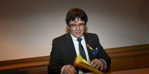 Un catedrático finlandés de Derecho a Puigdemont:
