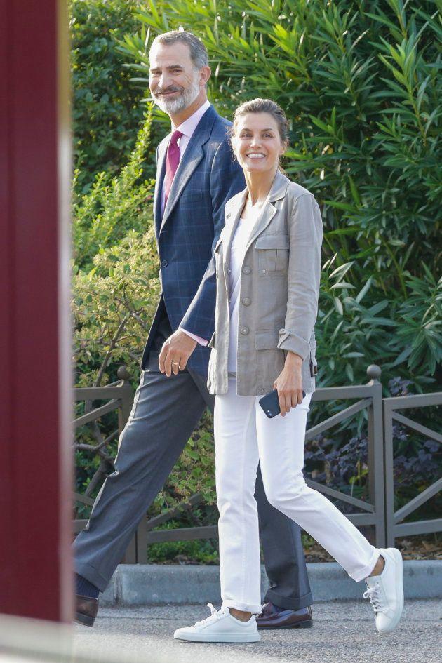 La reina Letizia: ¿cara lavada o maquillaje natural para llevar a sus hijas al