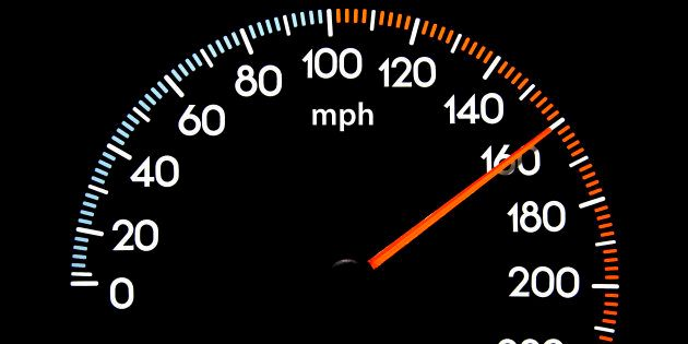 La DGT propone limitadores de velocidad obligatorios en los coches para reducir las cifras de