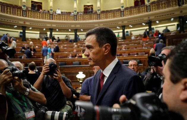 Rivera reta a Sánchez a publicar su tesis para disipar