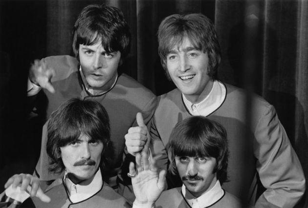 Los Beatles, preparados para tocar su tema 'Hello, Goodbye' en Londres en