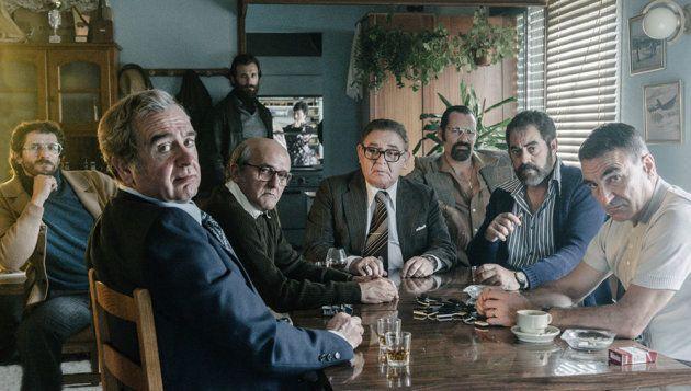 En el centro de la imagen los actores Antonio Durán Morris (Manuel Charlín), Manuel Lourenzo (Vicente...
