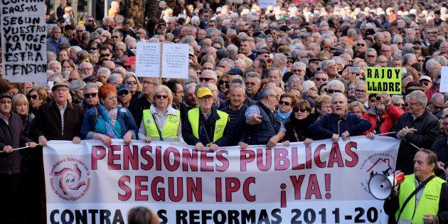 Cientos de pensionistas se manifiestan en Valencia por unas pensiones dignas el pasado 22 de