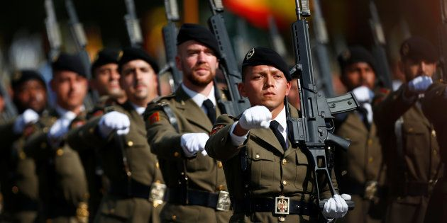 Un grupo de soldados, desfilando en el Día de la Fiesta Nacional de 2017, en