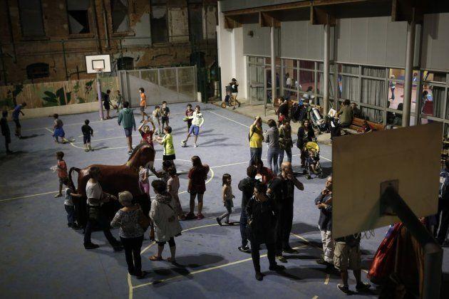 Grupos independentistas ocupan escuelas en toda Cataluña, en un intento de asegurarlas como centros de...