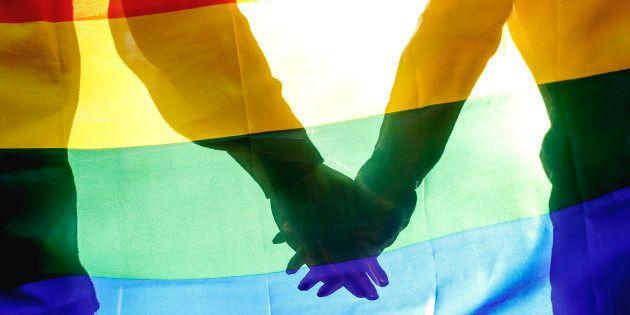 Dos jóvenes le dan una paliza al dueño de un bar en Torremolinos por poner una bandera