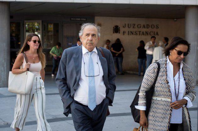 Enrique Álvarez Conde, director del máster de Cristina Cifuentes, a su salida de los juzgados de la Plaza...