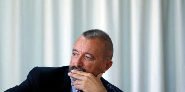 El escritor Arturo Pérez-Reverte, retratado en un acto de Alfaguara en Madrid, en