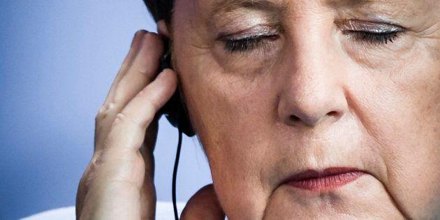 Angela Merkel, escuchando la traducción simultánea, en un acto en Berlín, el pasado 5 de