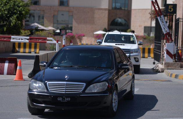 El coche que lleva a la Premio Nobel de la Paz