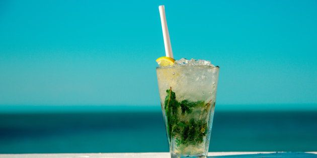 La Guardia Civil interviene mojitos con bacterias fecales en las playas de