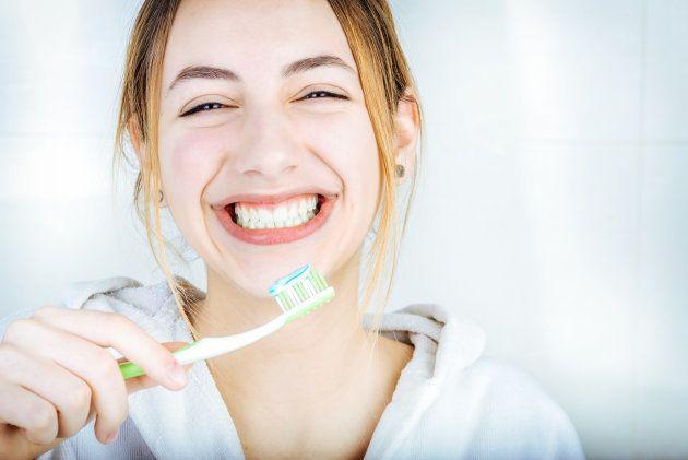 ¿Funciona la pasta de dientes blanqueadora? Depende de tus