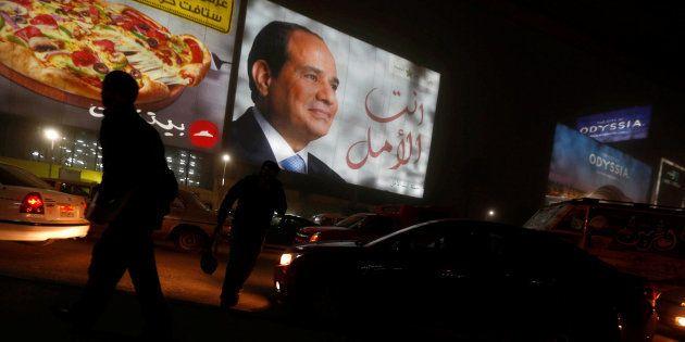 Un cartel de Abdel Fattah al-Sisi el El Cairo durante la jornada
