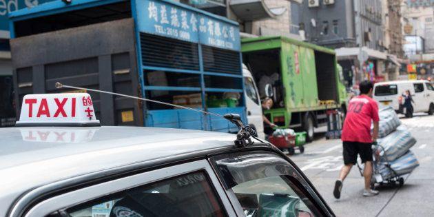Un taxista encuentra a su hija perdida hace 24 años gracias a su