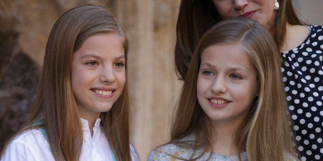 La princesa de Asturias, Leonor de Borbón, y la infanta Sofía en la Misa de Pascua en Palma de Mallorca...