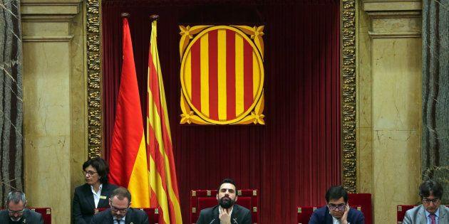 El Parlament acepta que Puigdemont delegue el