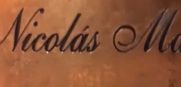 Captura del vídeo donde se ve la caja con el nombre de