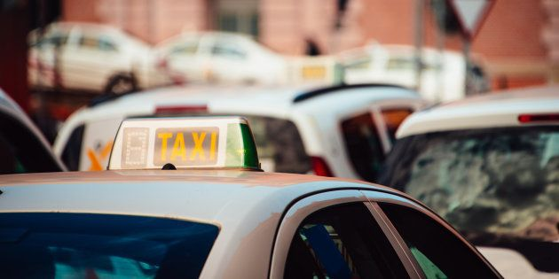 Diez taxistas cuentan su experiencia más surrealista