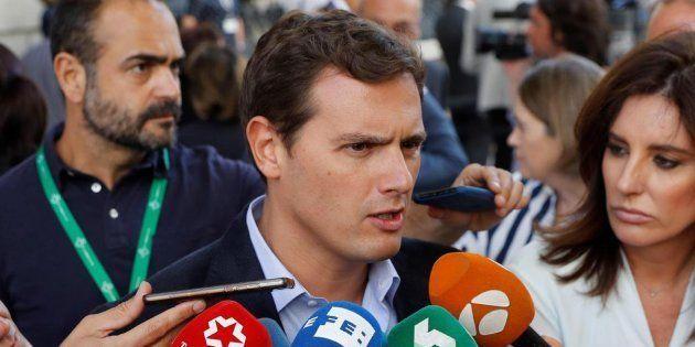 Rivera cree que la propuesta de Sánchez para suprimir los aforamientos es