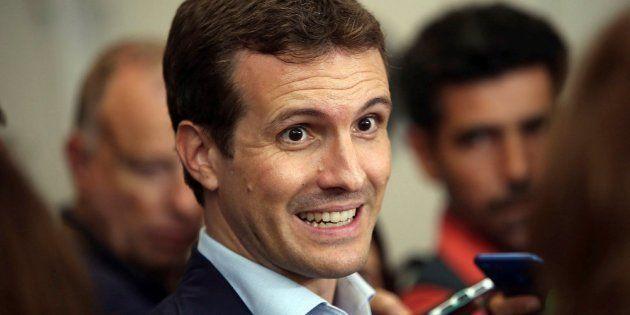 El lamento de Casado ante Herrera por las informaciones sobre su currículum: