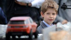Sorprenden a un nieto de 10 años de la reina Isabel II conduciendo un