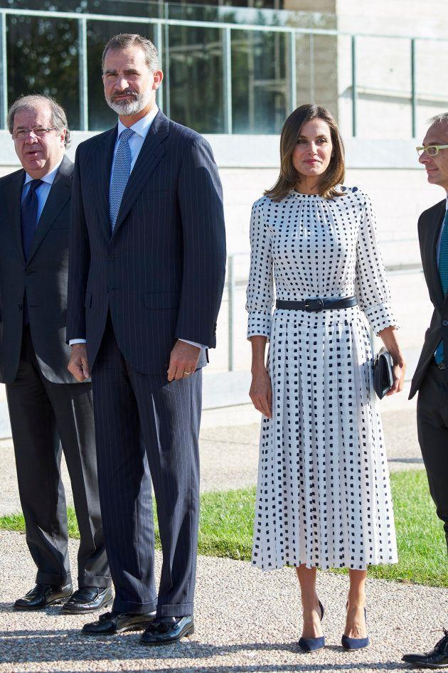 El contraste del 'look' de Letizia que ha llamado la atención de la prensa