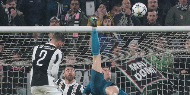 El tuit de la Guardia Civil sobre el gol de chilena de Ronaldo que incendia Twitter por lo que muchos...