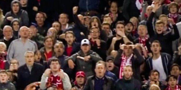 El golpe a un jugador del PSG en un partido de Champions impacta en las redes