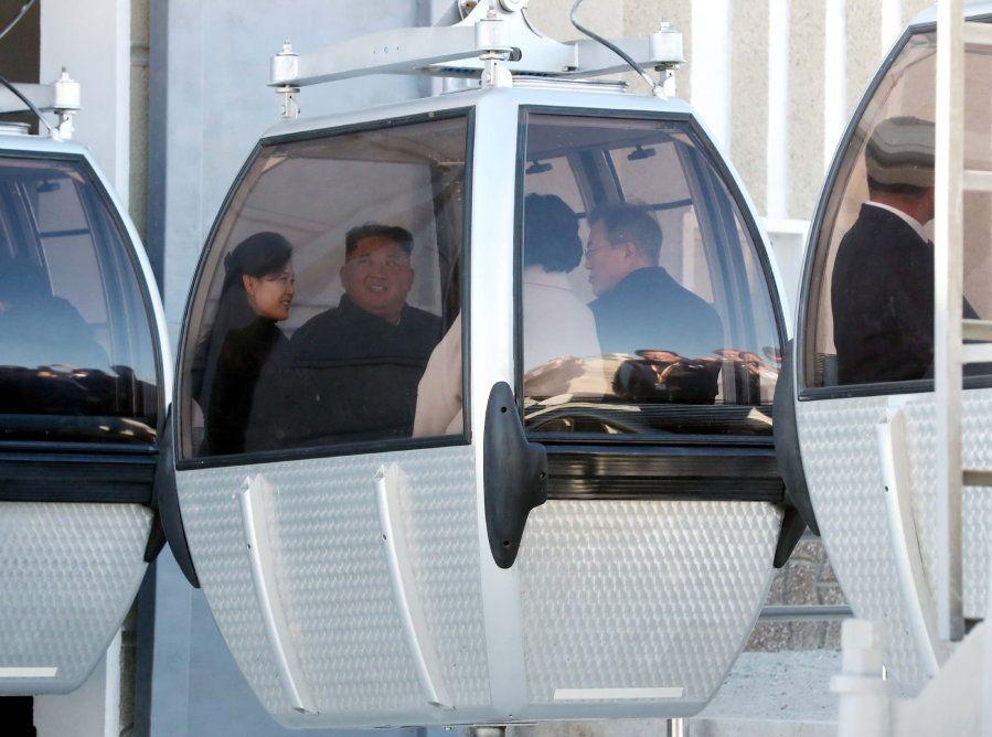El líder norcoreano Kim Jong-un, el presidente surcoreano Moon Jae-in, la primera dama de Corea del Sur...