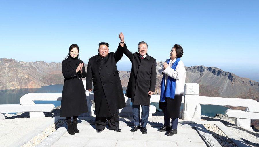 La felicidad de los dos líderes coreanos, desde otra