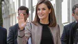 Saludando y sonriendo: la primera aparición de la reina Letizia tras su rifirrafe con doña