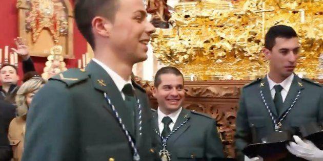 Un guardia civil pide matrimonio a una compañera tras una