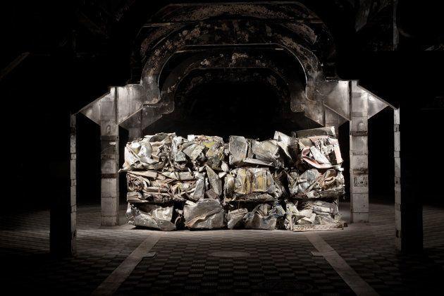 'Síndrome de Guernica' del artista Fernando Sánchez Castillo. Instalación en la antigua cámara frigorífica...