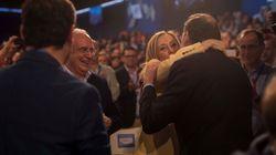 El saludo de Rajoy y Cifuentes en la convención del