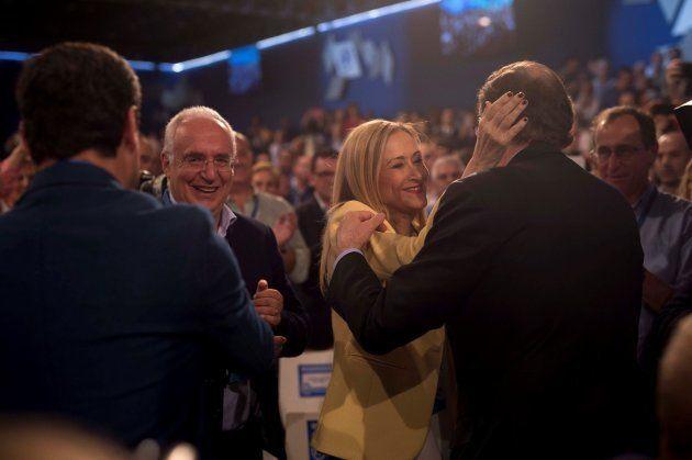 Rajoy saluda a Cifuentes en la inauguración de la convención del PP en
