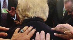 La última foto de Trump (rezando) que más memes está