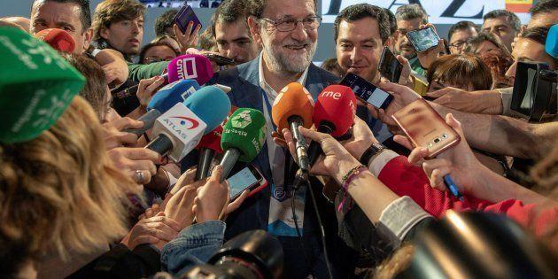 Mariano Rajoy atiende a los medios en la convención del PP en